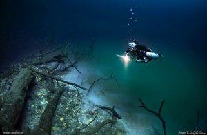 Une rivière a été découverte s'écoulant à 28 mètres de profondeur sous la mer.