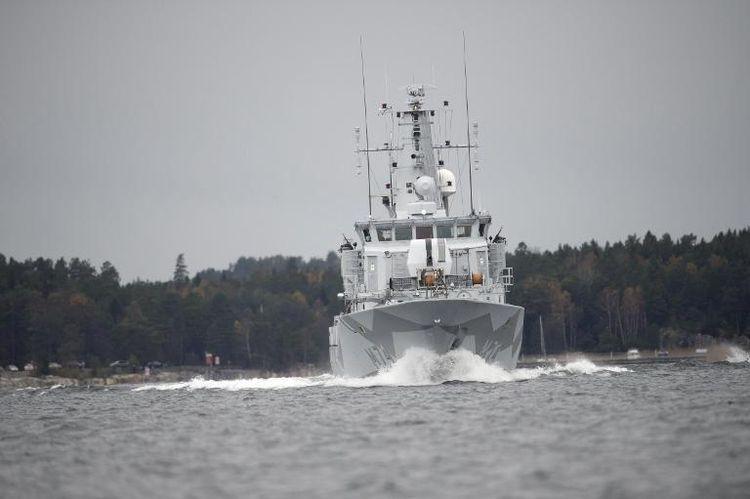 687574-un-navire-de-la-marine-suedoise-patrouille-dans-l-archipel-de-stockholm-au-5e-jour-des-recherches-d-