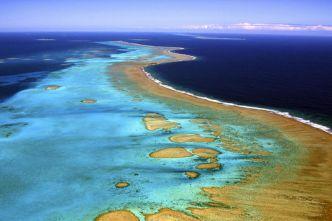 La Nouvelle-Calédonie et son immense barrière de corail.